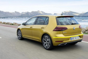 Volkswagen-Golf-0002