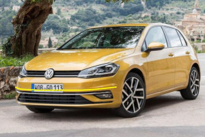 Volkswagen-Golf-001